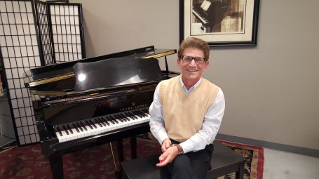 Felix Piano (1).jpg